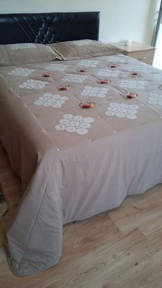 Home Textile Dowry Sets Bed Cover Design, Henna Candles, Baby Sheets, Tea Cozy, Silk Ribbon Embroidery, Bed Covers, Home Decor Bedroom, Bed Spreads, Home Textile