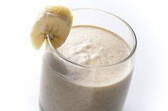 Batido de proteína, plátano, leche de almendra y crema de cacahuete. Myprotein