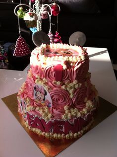 Minnie Mouse birthdaycake for a sweet little girl.