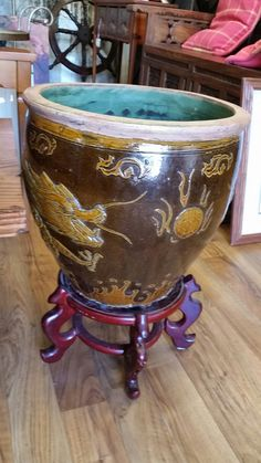 Here's yet another fancy pot in our store. Might even fit a pot of fall mums #collingwood #Furniture #homedecor