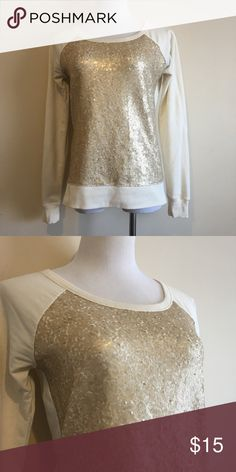 Banana Republic Top Super cute and fun top by Banana Republic. Gold sequins on the front. This is soft, light weight sweat shirt in off white. This has been loved. No major stains or rips. Make an offer 😊 Banana Republic Tops Sweatshirts & Hoodies