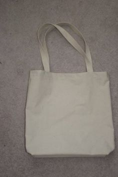 How to Make Your Own Canvas Tote: 11 Steps Source by Bags Diy Tutu, Bag Patterns To Sew, Tote Pattern, Sewing Patterns, Stitch Patterns, How To Make Canvas, Tote Bags For College, Diy Bags Purses, Diy Tote Bag