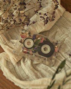 retro wallpaper aesthetic pattern Image about photography in Umbralina by Umbralina Old memories Art Hoe Aesthetic, Beige Aesthetic, Aesthetic Images, Flower Aesthetic, Aesthetic Vintage, Aesthetic Wallpapers, Spring Aesthetic, Aesthetic Drawing, Vintage Wallpaper