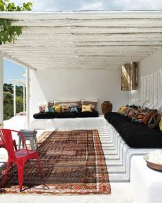 Beautiful. A veranda in Portugal, via Nuevo Estilo (first spotted on Style Files).5 Favorites: Carpets in Outdoor Spaces : Gardenista