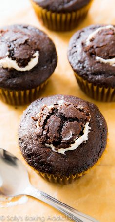 Learn how to fill cupcakes and cupcake recipe - Marshmallow Filled S'mores Cupcakes-Sally's Baking Addiction Filled Cupcakes, Yummy Cupcakes, Marshmallow Cupcakes, Mocha Cupcakes, Gourmet Cupcakes, Strawberry Cupcakes, Velvet Cupcakes, Toasted Marshmallow, Easter Cupcakes