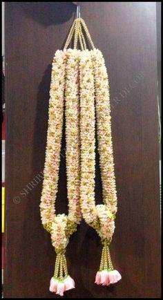 Wedding Simple Decoration Garlands 16 Ideas For 2019 Flower Garland Wedding, Wedding Flower Decorations, Floral Garland, Flower Garlands, Bridal Flowers, Hall Decorations, Indian Flowers, Marriage Decoration, Wedding Stage