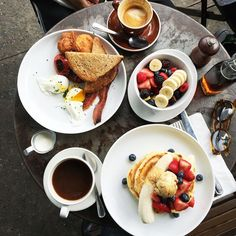 Sleeping in + lazy brunches. #weekend