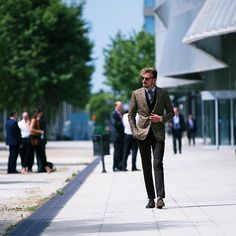 """PIETER PETROS    SENSATICO I    """"Always be the one that the crowd follows not the one that follows the crowd.""""- PP #Sensatico1"""