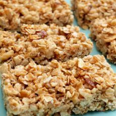 Ingredients:1/3 c honey1/2 c almond or peanut butter1 tsp vanilla extract1 1/4 c gluten free crispy rice cereal1 c gluten free uncooked oats2 Tbsp ground flax seed if tolerated or ground almonds2 1...