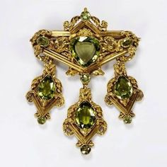 Peridot Brooch, ca. Stamped gold, set with peridots. Victorian Jewelry, Antique Jewelry, Vintage Jewelry, Antique Brooches, Gold Brooches, Art Nouveau, Fantasy Jewelry, Gold Set, Or Antique