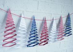 guirlande de Noël en papier en sapins 3D en papier rouge, blanc et bleu