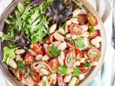 A super easy tomato & white bean salad that takes only 10 minutes to make, and is a great way to use up a summer tomato glut. Vegan Dinner Recipes, Vegan Dinners, Vegetarian Recipes, Bean Salad Recipes, Healthy Salad Recipes, Healthy Food, Easy Lunches To Make, Legumes Recipe, Side Dishes Easy