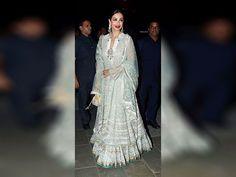 Malaika Arora Khan arrives to attend  Amitabh Bachchan's Diwali party