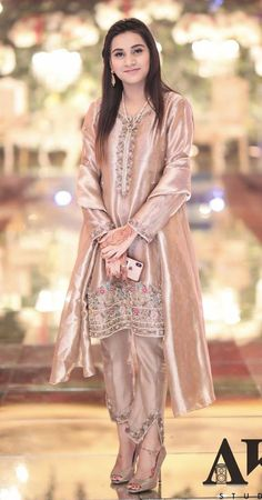 Stunning Indian Wedding Dresses For Brides' Sisters: Which One Do You Want To Buy lil Sister? Source by Pakistani Party Wear Dresses, Shadi Dresses, Pakistani Wedding Outfits, Designer Party Wear Dresses, Pakistani Dress Design, Pakistani Couture, Wedding Hijab, Desi Wedding, Fancy Dress Design