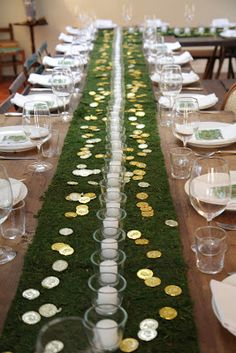 I love this table for #StPatricksDay which I never really celebrate but might now!