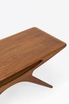 Johannes Andersen smiling table in teak by Silkeborg at Studio Schalling
