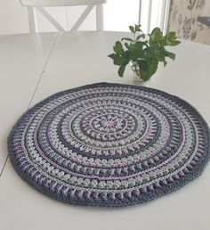 Svenska här Do you like my Mandala Style Placemats but have issues with the flaring edges? So did I… Therefore, I proudly present: Mandala Style Placemats with no flaring issues! Lots of text…