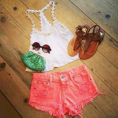 Daisy top and colored shorts. It's impossible for this outfit to become any cuter.
