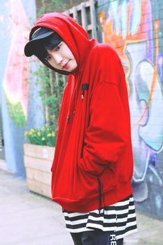 Smiling at you Jaehwan Wanna One, Rain Jacket, Bomber Jacket, Fashion Idol, Street Fashion, Lee Daehwi, Kim Jaehwan, Ha Sungwoon, Ong Seongwoo