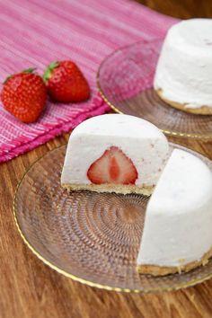 カップ丸ごと!レアチーズケーキ〜混ぜて冷やすだけ💓〜 Strawberry Cheesecake, Sweets Recipes, Camembert Cheese, Cupcake Cakes, Panna Cotta, Ethnic Recipes, Food, Strawberry Cheesecake Cake, Essen