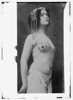 Belly dance performer Fritzi Schaffer as Salome