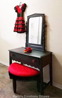 """Flamenco vanity """"Lola"""", FAT Painted with Raven and Red Barchetta Benches, Raven, Vanity, Fat, Furniture, Home Decor, Flamingo, Dressing Tables, Banks"""