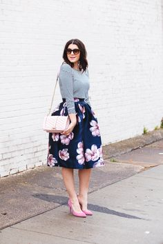 been lusting after this navy floral midi skirt for the longest time. Modest Outfits, Skirt Outfits, Modest Fashion, Casual Outfits, Cute Outfits, Business Fashion, Look Fashion, Womens Fashion, Fashion News