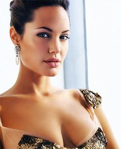 Angelina Jolie ~~ For more:  - ✯ http://www.pinterest.com/PinFantasy/gente-~-angelina-jolie/
