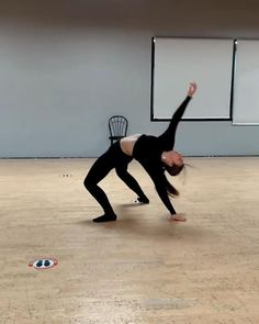 Contemporary Dance Moves, Modern Dance, Dance Jumps, Yoga Dance, Dance Photography Poses, Dance Poses, Dance Choreography Videos, Dance Videos, Dance Like This
