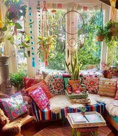 Make your Living room all the more beautiful, cozy, relaxing & boho chic with a bohemian decor. Here are the best Bohemian living room decor ideas for Bohemian Bedrooms, Bohemian Living Rooms, Bohemian House, Boho Home, Hippie Living Room, Hippie House Decor, Room Decor Boho, Trendy Bedroom, Modern Bohemian