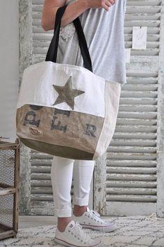 Tendance Sac 2018 : Image of paul le big bag – … Trendy Bag Bild von Paul the big bag – Big Purses, Purses And Bags, Hand Accessories, Women Accessories, Bags 2017, Big Bags, Denim Bag, Fabric Bags, Handmade Bags