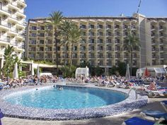 Ambassador Playa Hotel occupies a prime location in the tourist centre of Benidorm, the complex consists of two buildings and is roughly located 200 metres from the nearest sandy beach. Benidorm town centre with its countless shopping and entertainment venues can be found two kilometres away, while links to the local transport network are conveniently situated directly outside the Ambassador Playa hotel.