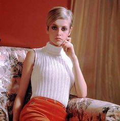 twiggy - yeah, might need to lose about 15 pounds to pull of twiggy hair. / twiggy - yeah, might Sixties Fashion, Mod Fashion, Fashion Models, Vintage Fashion, Jean Shrimpton, Hipsters, Vintage Outfits, Androgynous Look, Prom Dress 2014