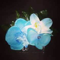 Bright blue tone haircomb available for $10 plus shipping leave your email to purchase.  #deadlydinaaccessories #blueflowers #haircomb#tropical #hawaiin #tiki #luau #tikioasis #rocknluau #hairflowers #hairpiece #hairaccessories #retro #pinup #rockabilly #vintage