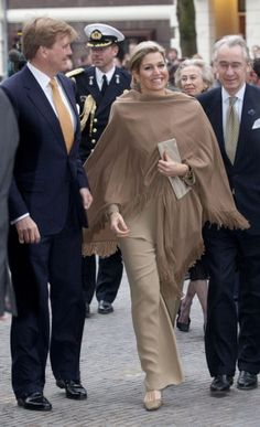 The queen in a nude colored look. Click on the image to see more looks.
