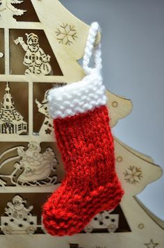 Learn how to knit up these quick knitted Christmas stockings at my blog www.crafternoonga…