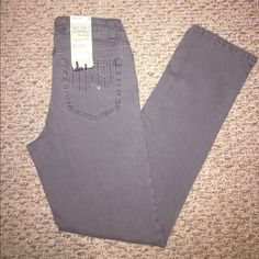 9/16 HP JNY Rhinestone detail pocket Jeans Step away from basic denim blue, with some out of the ordinary gray jeans. Rhinestone detail pocket. Straight leg with Super Slimming features. Size 4, short. These will fit a 6 as well considering they have a lot of stretch. Offers considered, Thx for looking! Jones New York Jeans