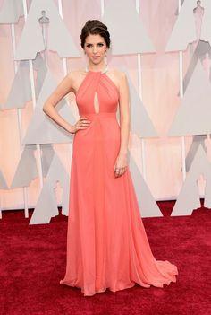 Anna Kendrick is wearing a Thakoon dress with Norman Silverman Diamonds - 2015 Oscars آنا كيندرك في الأوسكار لابسه فستان من تاكون || المجوهرات: نورمن سيلڤرمن