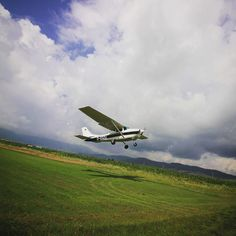 Ai nevoie de un avion de inchiriat in Ilfov? Apeleaza cu incredere la Jet 5! Oferim servicii personalizate pentru fiecare client. Jet, Aircraft, Planes, Aviation, Airplane, Airplanes, Plane
