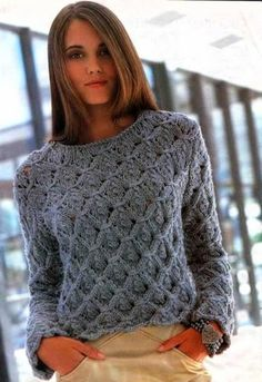 Теплый женский свитер объёмной вязки с узором