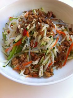 Paleo Thai Zucchini & Noodle Salad Clean Recipes, Low Carb Recipes, Real Food Recipes, Vegetarian Recipes, Cooking Recipes, Healthy Recipes, Healthy Salads, Zucchini Noodles Salad, Noodle Salad