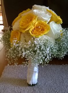 Yellow & White roses Bridal Bouquet. With pearl inserts, and baby breath. #rosebabybreathbouquet #yellowrosebouquet #whiterosebouquet #babybreathbouquet #whiteyellowbouquet #yellowitherosebouquet MyBouquet Las Vegas