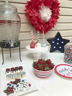 Easy Fourth of July Ideas - A Cup Full of Sass Fourth Of July Cakes, Fourth Of July Food, 4th Of July Nails, 4th Of July Party, July 4th, 4th Of July Decorations, Diy Party Decorations, Party Centerpieces, Independence Day Wallpaper