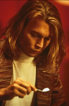 George Jung portrayed by Johnny Depp Young Johnny Depp, Johnny Depp Blow, Johnny Movie, Johnny Depp Movies, Brad Pitt Filmography, Johnny Depp Filmography, Blow Movie, John Depp, Johnny Depp Pictures