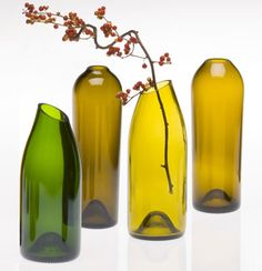 Wine bottles carefully cut and reused as small vases. Imagine these in red, blue or purple...pinks....ooh, pretty! <3