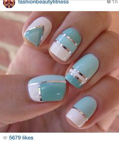 LOOOVVVVEEE these blue, white and silver striped geometric nails!!!!!