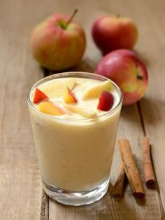 pomme, sucre en poudre, lait, sucre vanillé, maïzena