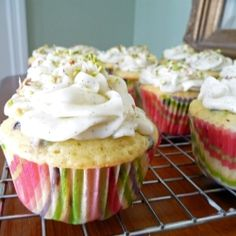 Chocolate Chip Pistachio Cupcakes by lifetastesgood Cake Frosting Recipe, Frosting Recipes, Cupcake Recipes, Cupcake Cakes, Big Cakes, Little Cakes, Sweet Cakes, Pistachio Cupcakes, Time To Eat