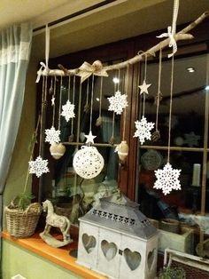 Christmas Decorations For The Home, Diy Christmas Ornaments, Homemade Christmas, Xmas Decorations, Christmas Home, Christmas Wreaths, Ideas Decoracion Navidad, Christmas Inspiration, Windows