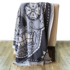 I'm in love with the Sugar Skull Knit Throw #smallspacewish